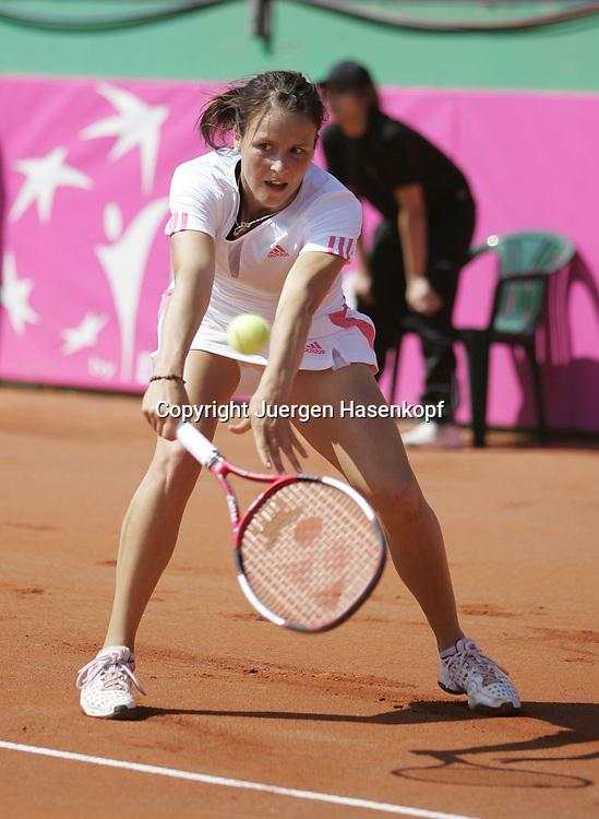 Fed Cup Germany - Croatia , ITF Damen Tennis Turnier in Fuerth, Wettbewerb der Mannschaft von Deutschland gegen Kroatien, Einzel, Tatjana Malek (GER).<br /> Foto: Juergen Hasenkopf<br /> B a n k v e r b.  S S P K  M u e n ch e n, <br /> BLZ. 70150000, Kto. 10-210359,<br /> +++ Veroeffentlichung nur gegen Honorar nach MFM,<br /> Namensnennung und Belegexemplar. Inhaltsveraendernde Manipulation des Fotos nur nach ausdruecklicher Genehmigung durch den Fotografen.<br /> Persoenlichkeitsrechte oder Model Release Vertraege der abgebildeten Personen sind nicht vorhanden.