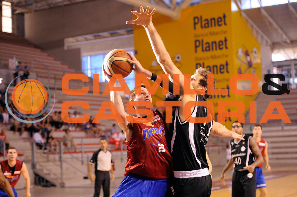 DESCRIZIONE : Ancona Lega A 2011-2012 Trofeo Klass Hotel Baldinelli Novipiu Casale Monferrato Canadian Solar Bologna<br /> GIOCATORE : Matt Janning<br /> CATEGORIA : tiro<br /> SQUADRA : Novipiu Casale Monferrato<br /> EVENTO : Campionato Lega A 2011-2012<br /> GARA : Novipiu Casale Monferrato Canadian Solar Bologna<br /> DATA : 02/10/2011<br /> SPORT : Pallacanestro<br /> AUTORE : Agenzia Ciamillo-Castoria/C.De Massis<br /> GALLERIA : Lega Basket A 2011-2012<br /> FOTONOTIZIA : Ancona Lega A 2011-2012 Trofeo Klass Hotel Baldinelli Novipiu Casale Monferrato Canadian Solar Bologna<br /> PREDEFINITA: