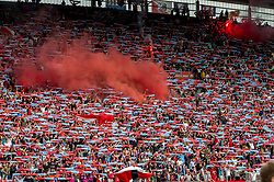 16-08-2017 NED: Europa League FC Utrecht - Zenit St. Petersburg, Utrecht<br /> Utrecht support tonen massaal hun sjaal, sfeer