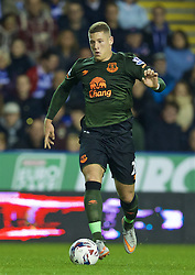 READING, ENGLAND - Tuesday, September 22, 2015: Everton's Ross Barkley in action against Reading during the Football League Cup 3rd Round match at the Madejski Stadium. (Pic by David Rawcliffe/Propaganda)