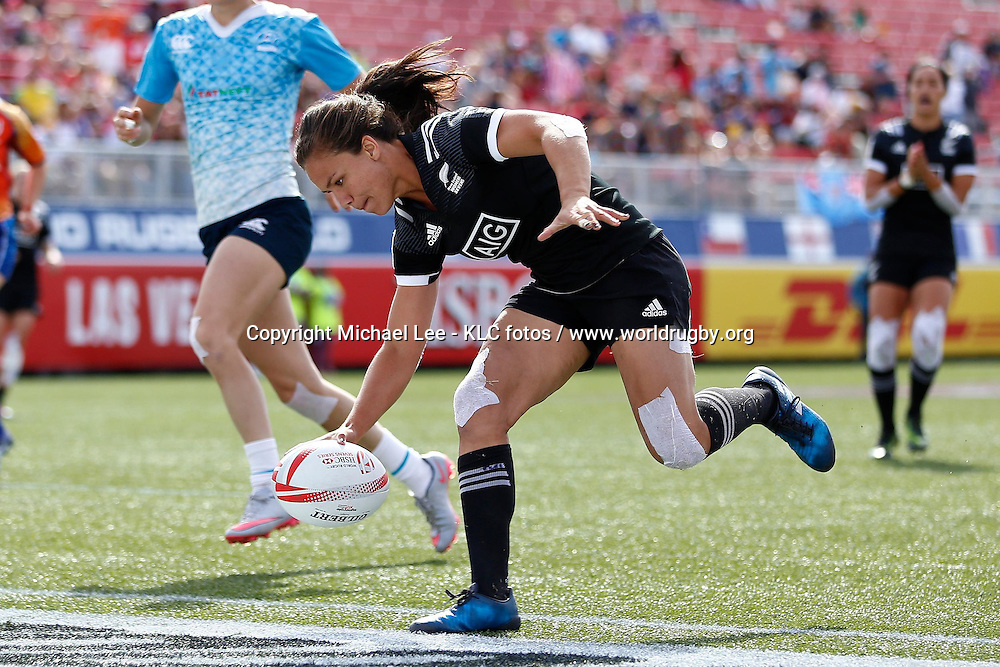 New Zealand's Ruby Tui scores a try against Russia on day two of the HSBC World Rugby Women's Sevens Series 2016-17 in Las Vegas on 04 March, 2017. Photo credit: Michael Lee - KLC fotos