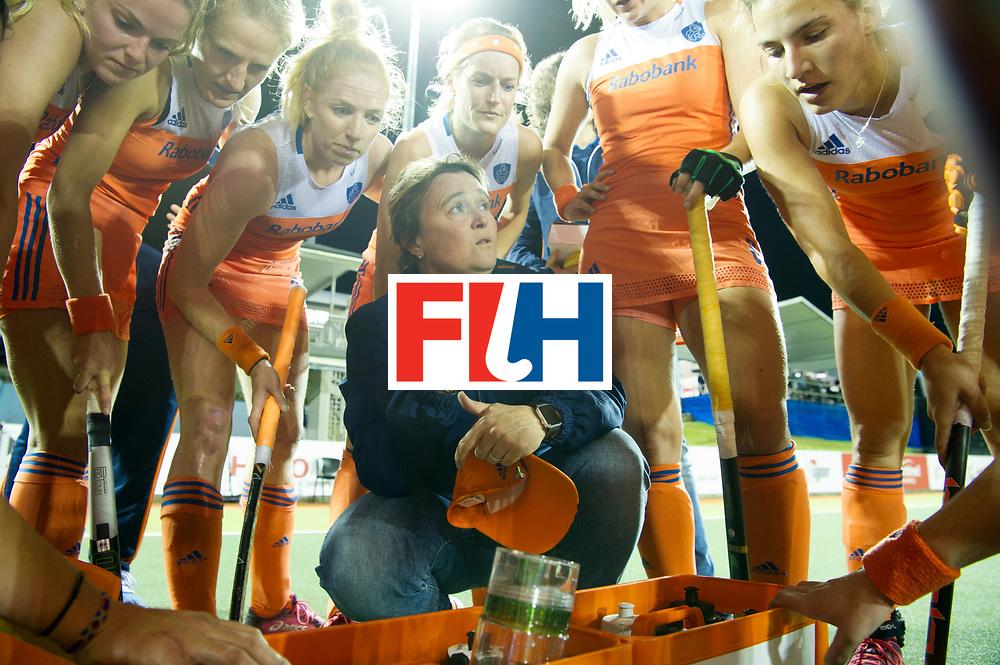 AUCKLAND - Sentinel Hockey World League final women<br /> Match id 10292<br /> 02 NED v NZL (Pool A)<br /> Foto: Alyson ANNAN Head Coach in the break<br /> WORLDSPORTPICS COPYRIGHT FRANK UIJLENBROEK