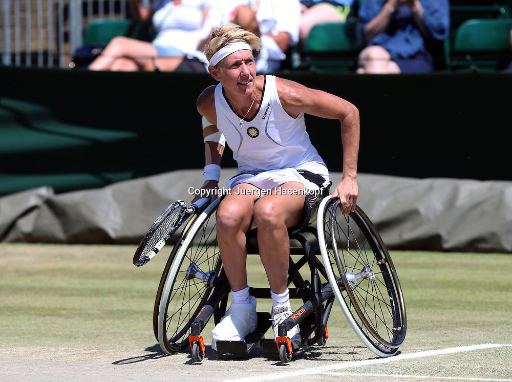 Wimbledon Championships 2014, AELTC,London,<br /> ITF Grand Slam Tennis Tournament,<br /> Rollstuhl Doppel Wettbewerb,<br /> Sabine Ellerbrock (GER), Aktion,Einzelbild,Ganzkoerper,Querformat,