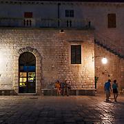 The arsenal which carries one of the oldest theatre of Croatia shelters large évènements all the année. | L'arsenal qui porte un des plus vieux théatre de Croatie abrite de grands évènements toute l'année.