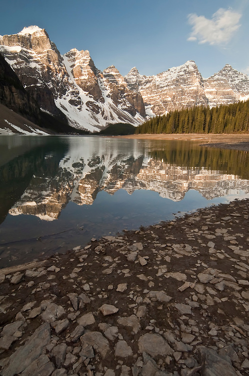 Moraine  Lake at sunrise, Banff National Park, Alberta, Canada
