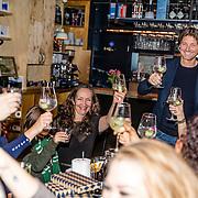 NLD/Amsterdamt/20170111 - Nieuwjaarsborrel Opvliegers 2, Rick Engelkes brengt een toost uit op het nieuwe jaar