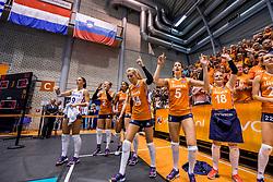 26-08-2017 NED: World Qualifications Netherlands - Slovenia, Rotterdam<br /> De Nederlandse volleybalsters plaatsten zich eenvoudig voor het WK volgend jaar in Japan. Ook Sloveni&euml; wordt met 3-0 verslagen / De wissels met Myrthe Schoot #9 of Netherlands, Robin de Kruijf #5 of Netherlands, Laura Dijkema #14 of Netherlands, Celeste Plak #4 of Netherlands, Femke Stoltenborg #2 of Netherlands, Marrit Jasper #18 of Netherlands