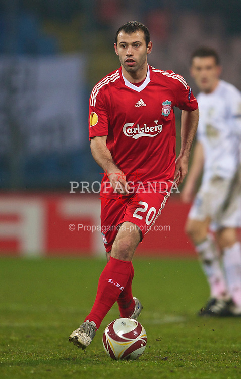 BUCHAREST, ROMANIA - Thursday, February 25, 2010: Liverpool's Javier Mascherano in action against FC Unirea Urziceni during the UEFA Europa League Round of 32 2nd Leg match at the Steaua Stadium. (Photo by David Rawcliffe/Propaganda)