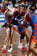 DESCRIZIONE : LA SPEZIA CAMPIONATO ITALIANO DI BASKET FEMMINILE LEGA A1 2004-2005<br />GIOCATORE : REZOAGLI - VUKOVIC<br />SQUADRA : FAMILA SCHIO<br />EVENTO : CAMPIONATO ITALIANO BASKET FEMMINILE LEGA A1 2004-2005<br />GARA : FAMILA SCHIO-COCONUDA MADDALONI<br />DATA : 17/10/2004<br />CATEGORIA : SFONDAMENTO<br />SPORT : Pallacanestro<br />AUTORE : Agenzia Ciamillo-Castoria/L.VILLANI