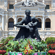 A view of the Ho Chi Minh Statue in front of  Ho Chi Minh City Hall in Ho Chi Minh City, Vietnam. 3rd March 2012. Photo Tim Clayton