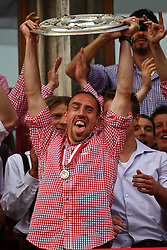 09.05.2010, Marienplatz, Muenchen, GER, 1. FBL, Meisterfeier der Bayern , im Bild Franck RibÈry (FC Bayern Nr.7) mit der Meisterschale , EXPA Pictures © 2010, PhotoCredit: EXPA/ nph/  Straubmeier / SPORTIDA PHOTO AGENCY