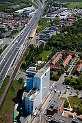 Nederland, Zuid-Holland, Den Haag, 12-05-2009; het Internationaal Strafhof in gebouw de Binckhorst aan de Maanweg, naast de A12 / Utrechtsebaan en de spoorlijn naar Gouda (met trein). In het midden station Voorburg, aan de horizon het Prins Clausplein.Swart collectie, luchtfoto (toeslag); Swart Collection, aerial photo (additional fee required); .foto Siebe Swart / photo Siebe Swart