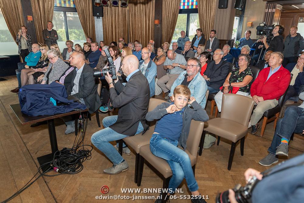 NLD/Ermelo/20190920 - Boeklancering De Beer van de Meer, zaal met genodigden