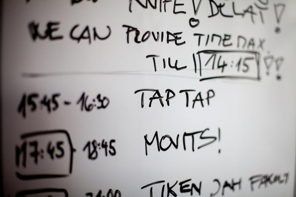 """Zeitplan für die Hauptbühne beim Musikfestival """"Colors of Ostrava 2013"""". """"The Tap Tap"""" ist eine bekannte und sehr erfolgreiche tschechische Formation mit überwiegend behinderten und auch nicht behinderten Musikern, gegründet 1998 von dem Sozialpädagogen Simon Ornest."""