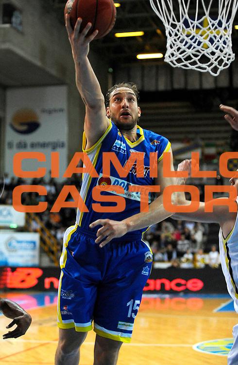 DESCRIZIONE : Verona Lega Basket A2 2011-12 Tezenis Verona Domotecnica Ostuni<br /> GIOCATORE : Tommaso Rinaldi<br /> CATEGORIA : Tiro<br /> SQUADRA : Domotecnica Ostuni<br /> EVENTO : Campionato Lega A2 2011-2012<br /> GARA : Tezenis Verona Domotecnica Ostuni<br /> DATA : 15/04/2012<br /> SPORT : Pallacanestro<br /> AUTORE : Agenzia Ciamillo-Castoria/A.Giberti<br /> Galleria : Lega Basket A2 2011-2012 <br /> Fotonotizia : Verona Lega Basket A2 2011-12 Tezenis Verona Domotecnica Ostuni<br /> Predefinita :