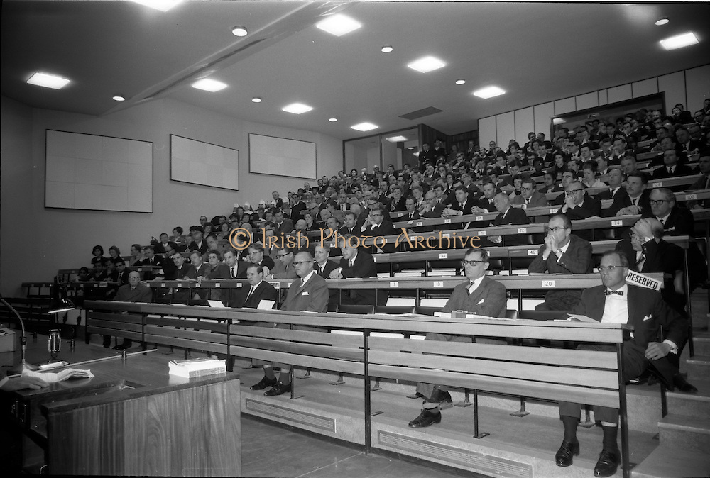 25/03/1966<br /> 03/25/1966<br /> 25 March 1966<br /> Shock Symposium at UCD, Belfield, Dublin. The symposium on medical &quot;Shock&quot; sponsored by Pharmacia International was held at the Department of Science at U.C.D.. Over 250 attended the symposium that was presided over by Prof. P. FitzGerald M.D., M.Ch., M.Sc F.R.C.S.I.. Picture shows a general view of the audience.