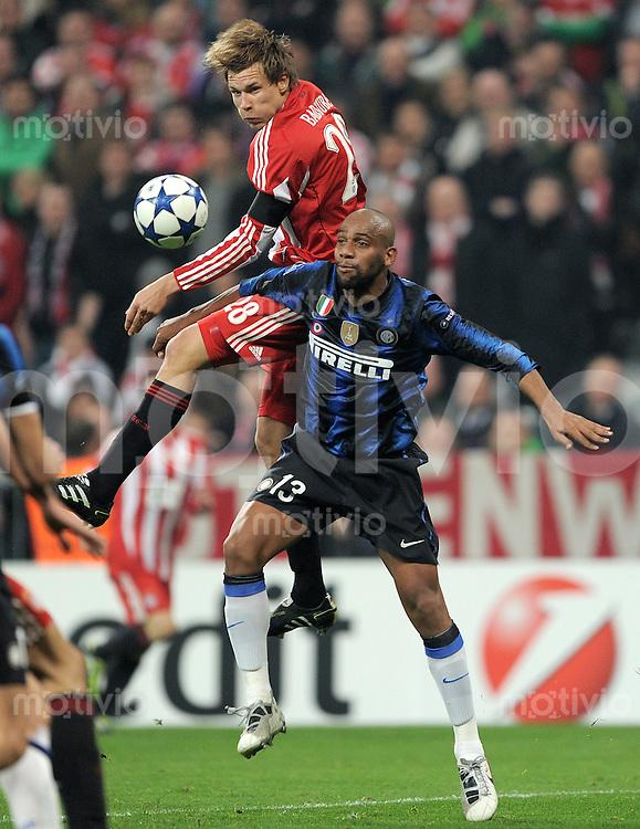 FUSSBALL   CHAMPIONS LEAGUE   SAISON 2010/2011 Achtelfinale 15.03.2011 FC Bayern Muenchen - Inter Mailand Holger Badstuber (li, FC Bayern Muenchen) gegen Maicon (re, Inter Mailand)