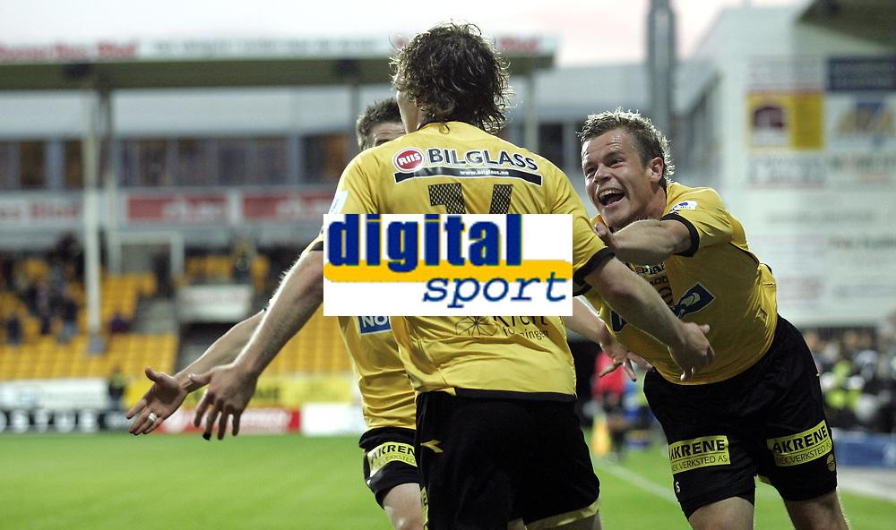 Fotball<br /> SAS Cup NM Norgesmesterskap<br /> Kvartfinale<br /> 26.09.07<br /> &Aring;r&aring;sen Stadion<br /> Lillestr&oslash;m LSK - Stab&aelig;k<br /> Marius Johnsen jubler for Simen Brenne (s - 14) 1-0 scoring<br /> Foto - Kasper Wikestad