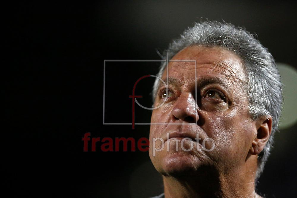 O técnico Abel Braga do Fluminense durante partida contra o Santos, na noite desta segunda-feira (14), no Estádio Paulo Machado de Carvalho (Pacaembu) ZN Oeste da cidade. Foto: Léo Pinheiro/Framephoto