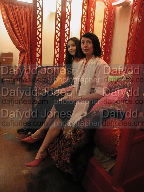 Daisy Lowe and Charlotte Cutler. Shanghai Tang opening. Sloane St. 11 April 2001. © Copyright Photograph by Dafydd Jones 66 Stockwell Park Rd. London SW9 0DA Tel 020 7733 0108 www.dafjones.com