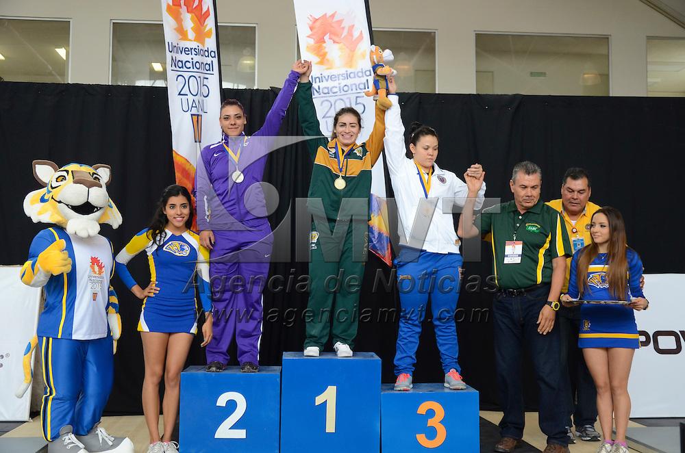 Nuevo León, México.- Aremi Fuentes Zavala, atleta representante de la UAEMex en la categoría de 69 kg en n Halterofilia, consiguió la medalla de oro dentro de la Universiada Nacional 2015 en Nuevo León. Agencia MVT / Arturo Hernández.