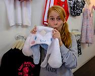 7月28日,美国洛杉矶,一名顾客们在吉卜力工作室购物。由日本动画大师宫崎骏成立的吉卜力工作室在洛杉矶开设美国首家官方快闪店,成为宫崎骏迷必访之处。该店将开业到下月24日。新华社发 (赵汉荣摄)<br /> A girl shows a stuffed toy at the JapanLA on June 28, 2017 in Los Angeles, the United States. The cute culture shop JapanLA launched the first official U.S. Studio Ghibli pop-up, which runs until July 24.  (Xinhua/Zhao Hanrong)(Photo by Ringo Chiu)<br /> <br /> Usage Notes: This content is intended for editorial use only. For other uses, additional clearances may be required.