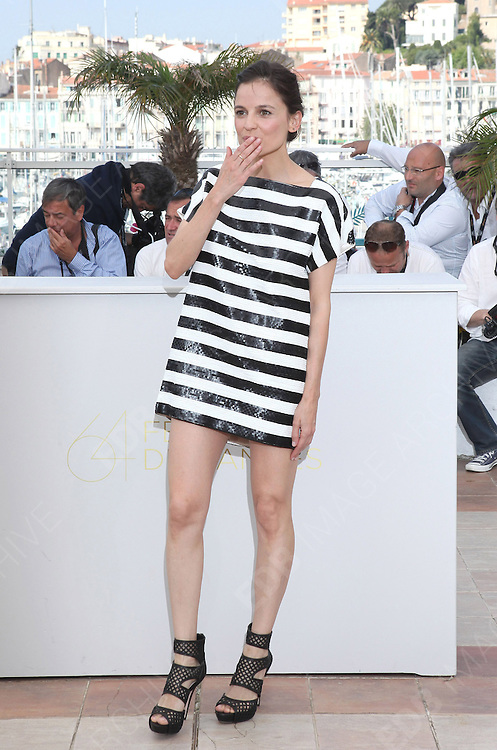 19.MAY.2011. CANNES<br /> <br /> ELENA ANAYA AT THE PHOTOCALL FOR THE SKIN I LIVE AT THE 64TH CANNES INTERNATIONAL FILM FESTIVAL 2011 IN CANNES, FRANCE. <br /> <br /> BYLINE: EDBIMAGEARCHIVE.COM<br /> <br /> *THIS IMAGE IS STRICTLY FOR UK NEWSPAPERS AND MAGAZINES ONLY*<br /> *FOR WORLD WIDE SALES AND WEB USE PLEASE CONTACT EDBIMAGEARCHIVE - 0208 954 5968*