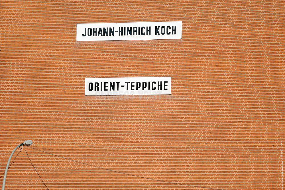 Backsteinmauer Johann-Hinrich Koch & Orient-Teppiche