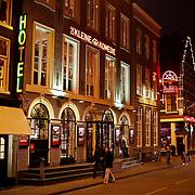 NLD/Amsterdam/20100215 - Voorzijde theater de kleine Komedie in Amsterdam s' avonds