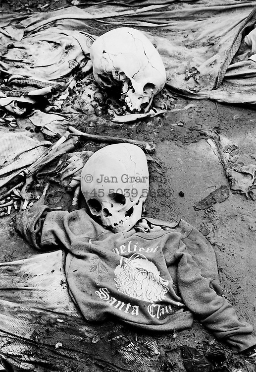 The bodies of small children who were killed in a checkpoint in the outskirts of Kigali. Apr. 1994 -<br /> The sun had set over the rwandan capital Kigali as president Juvenal Habyarimana's plane approached the city's airport on 6.april 1994.Suddenly, out of the darkness, a rocket hit the plane and sent it crashing to the ground, killing everyone on board.over the next three month's, more than 800.000 rwandans would be murdered, many cut down with machetes, killed by neighbours and countrymen, in a ferocious ethnic genocide that was all but ignored by the international world.