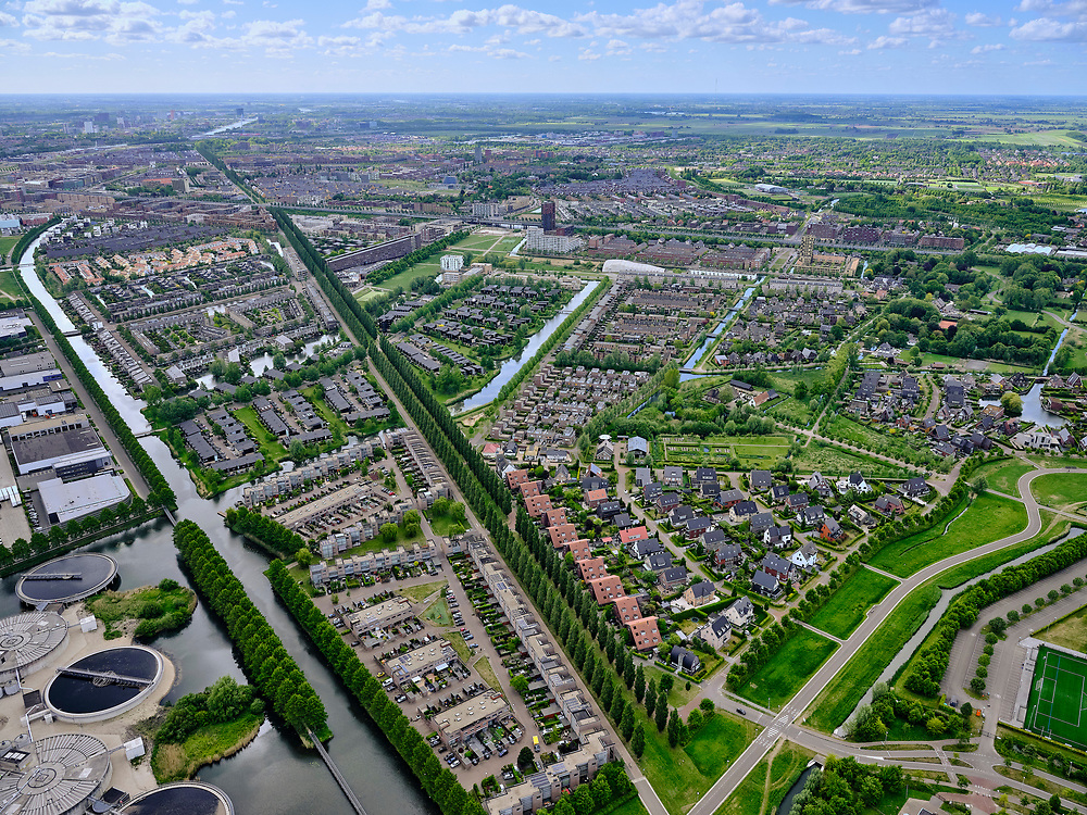 Nederland, Utrecht, Utrecht; 14–05-2020; stadsdeel Leidsche Rijn, de wijk Terwijde in de voorgrond. Diagonaal De Rijnkennemerlaan, richting spoorlijn  en Vleutensebaan (vlnr). Amsterdam-Rijnkanaal in het verschiet.<br /> Leidsche Rijn district, the Terwijde district in the foreground. Diagonally De Rijnkennemerlaan, in the direction of the railway and Vleutensebaan (left to right). Amsterdam-Rhine Canal on the horizon.<br /> <br /> luchtfoto (toeslag op standaard tarieven);<br /> aerial photo (additional fee required)<br /> copyright © 2020 foto/photo Siebe Swart