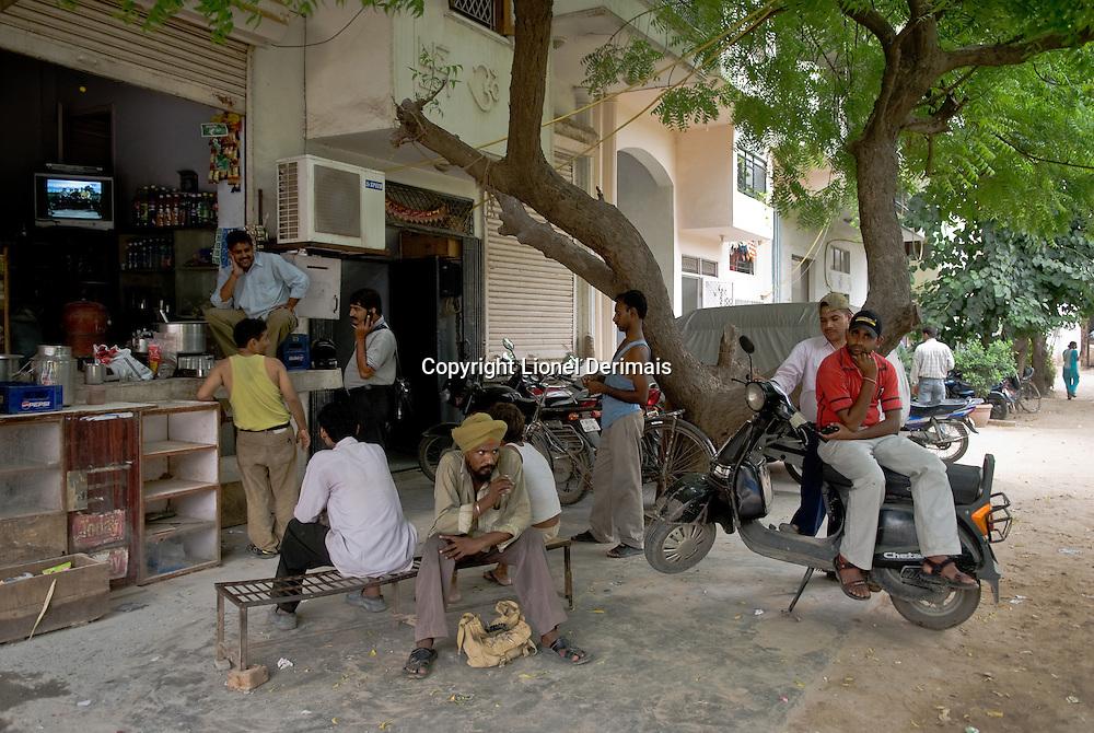 Street scene in Saket, New Delhi, India.