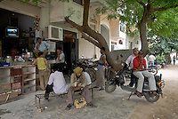 Street scene in Saket, New Delhi, India.
