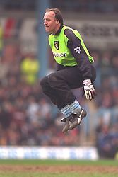 COVENTRY, ENGLAND - Saturday, April 6, 1996: Coventry City's former Liverpool goalkeeper Steve Ogrizovic during the Premiership match at Highfield Road. Coventry won 1-0. (Pic by David Rawcliffe/Propaganda)