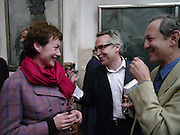 Suzy Topolski, Stephen Bayley and Dan Topolski, 1812 Napoleon's Fatal March on Moscow by Adam Zamoyski book launch. Avenue Studios. Fulham Rd. 5 April 2004. ONE TIME USE ONLY - DO NOT ARCHIVE  © Copyright Photograph by Dafydd Jones 66 Stockwell Park Rd. London SW9 0DA Tel 020 7733 0108 www.dafjones.com