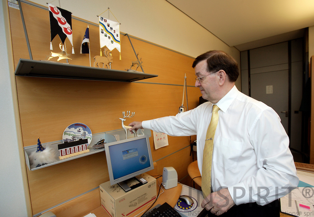BRUSSELS - BELGIUM - 18 APRIL 2007 -- MEP Paavo VAYRYNEN on his last day in office at the EP cleaning up his office in the morning. The sculpture of the reindeer is the only one he brings home to Finland from of the decoration on the shelf. Photo: Erik Luntang