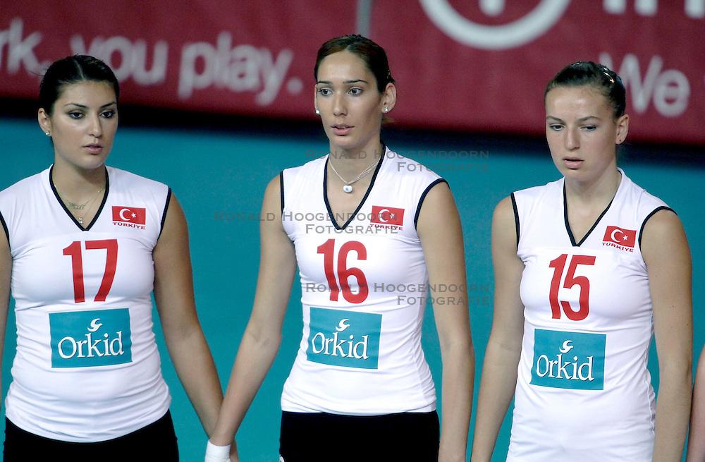 18-09-2005 VOLLEYBAL: EK DAMES: NEDERLAND-TURKIJE: PULA CROATIA<br /> Nederland verslaat Turkije met 3-1 - Neslihan Demir, Seda Tokatliogli en Eda Erdem<br /> &copy;2005-WWW.FOTOHOOGENDOORN.NL