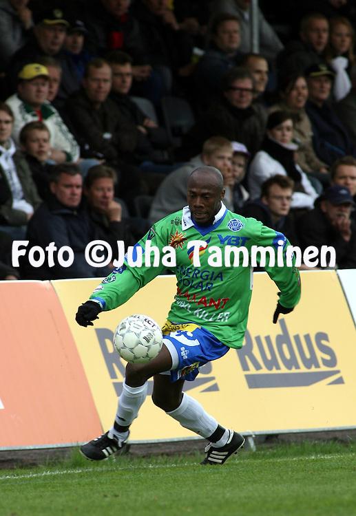 08.05.2008, Tapiolan Urheilupuisto, Espoo, Finland..Veikkausliiga 2008 - Finnish League 2008.FC Honka - Rovaniemen Palloseura.Titi Essomba - RoPS.©Juha Tamminen.....ARK:k