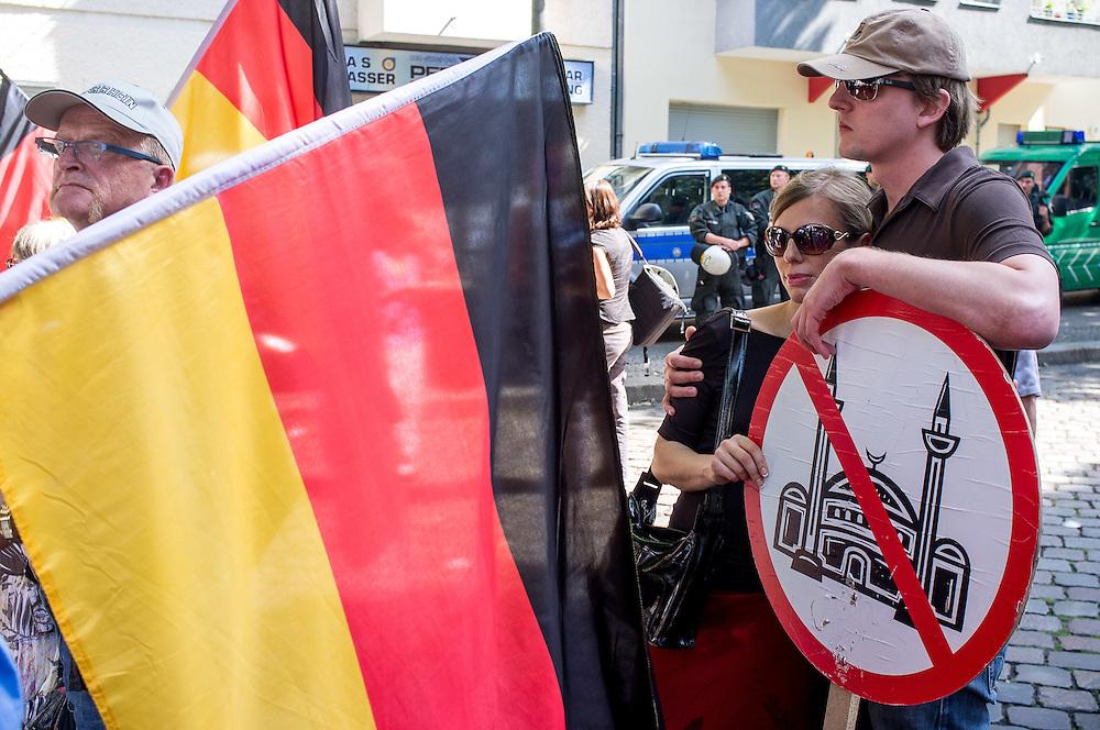 Germany - Deutschland - Islamophopic rassist organisation PRO DEUTSCHLAND demonstrating in Berlin against the MUSLIM community in Germany; and against the Koran and Islam in general; German Angst; Die sog. Bürgerbewegung, Partei PRO DEUTSCHLAND protestiert an einem Aktionswochenende gegen den ISLAM; die Islamisierung Deutschlands sowie gegen die Salafisten; Rassismus, Fremdenfeindlichkeit; ca 60 Teilnehmer prostierten vor 3 verschiedenen Moscheen in den Stadtteilen Wedding und Neukölln; die Polizei war mit 1800 Einsatzkräften vor Ort; etliche antirassistsiche Bündnisse protestierten gegen Pro Deutschland; HIER: vor der As-Sahaba-Moschee im Wedding; 18.08.2012; © Christian Jungeblodt