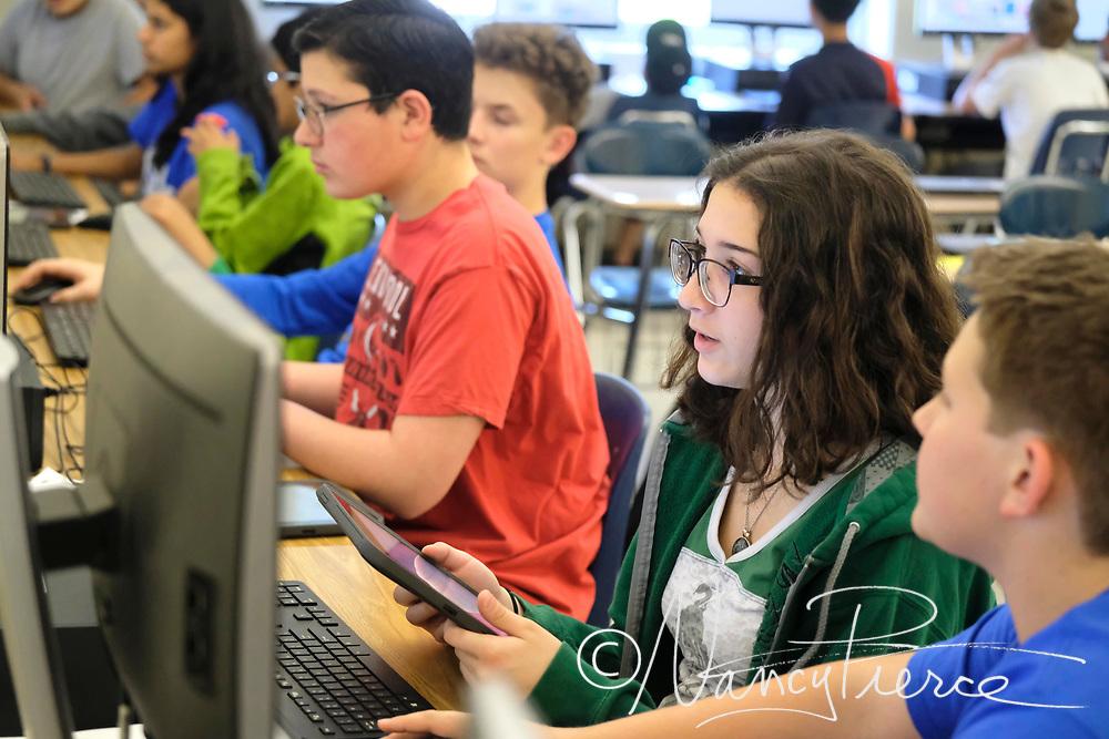 Community House Middle School -  App Creator class   Ms Moore's class