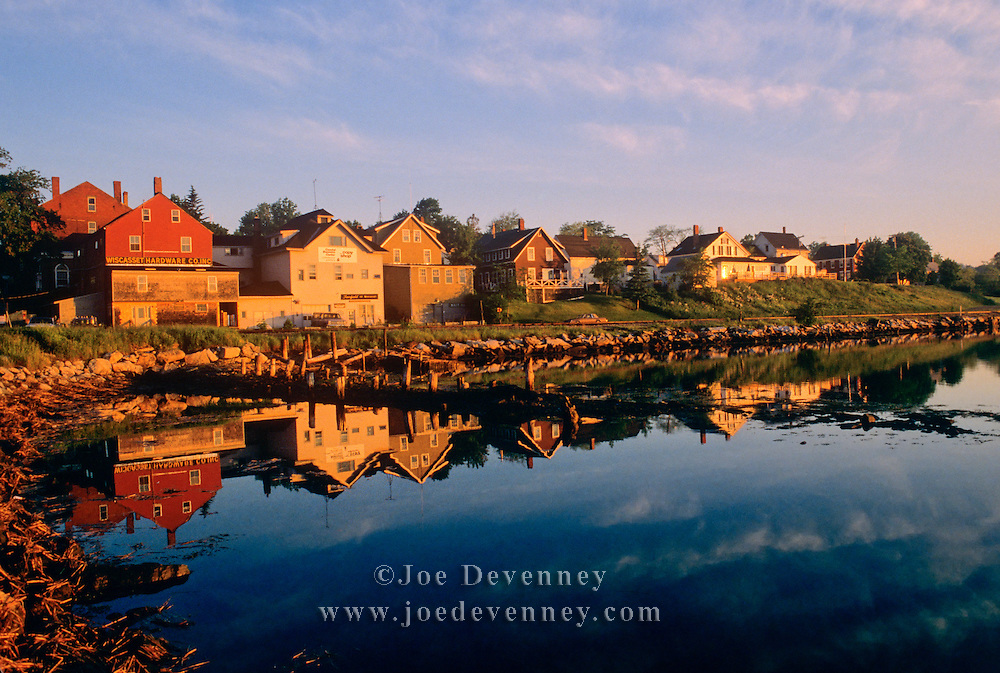 The small coastal New England town of Wiscasset, Maine at sunrise.