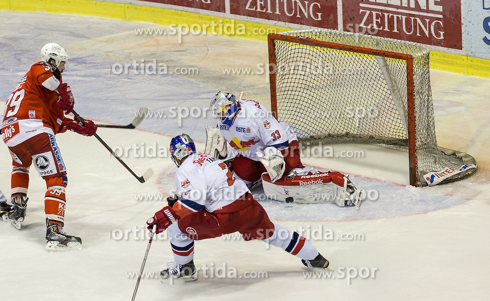 29.03.2015, Stadthalle, Klagenfurt, AUT, EBEL, EC KAC vs EC Red Bull Salzburg, 4. Spiel Playoff Halbfinale, im Bild Jean-Francoir Jacques (EC KAC, #39), Brian Fahey (EC Red Bull Salzburg, #2), Luka Gracnar (EC Red Bull Salzburg, #35) // during the Erste Bank Icehockey League 4th game playoff seminfinals match betweeen EC KAC and EC Red Bull Salzburg at the City Hall in Klagenfurt, Austria on 2015/03/29. EXPA Pictures © 2015, PhotoCredit: EXPA/ Gert Steinthaler
