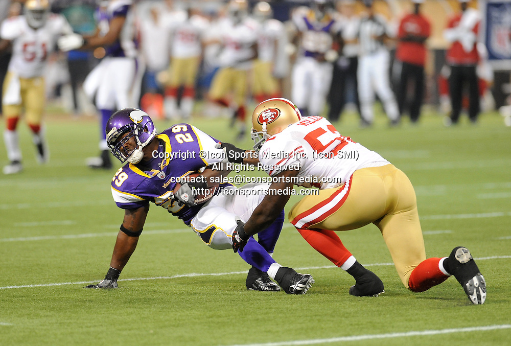 Minnesota Vikings running back Chester Taylor #29 scrambles for a first down in the 1st quarter during the Vikings 27-24 victory over the San Francisco 49ers at the Metrodome in Minneapolis, MN on September 27, 2009.