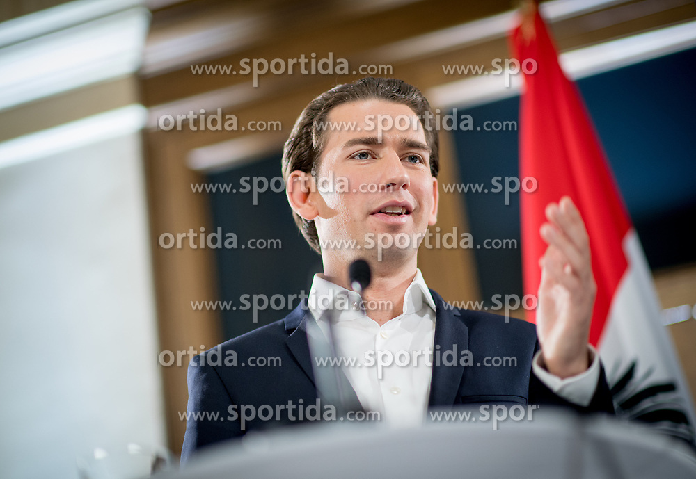 23.11.2017, Palais Epstein, Wien, AUT, Koalitionsverhandlungen von ÖVP und FPÖ anlässlich der Nationalratswahl 2017, im Bild ÖVP-Chef Sebastian Kurz // Head of the Austrian Peoples Party (OeVP) Sebastian Kurz during coalition negotiations between the Austrian Peoples Party and Austrian Freedom Party due to general elections 2017 in Vienna, Austria on 2017/11/23, EXPA Pictures © 2017, PhotoCredit: EXPA/ Michael Gruber