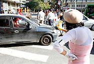 Grupo de mímicos participam do Programa de Proteção ao Pedestre. São Paulo, Brasil, julho, 21, 2011. DANIEL GUIMARÃES
