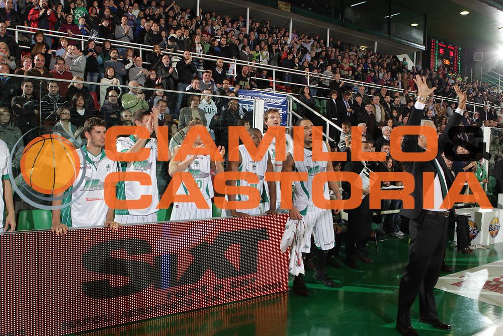 DESCRIZIONE : Avellino Lega A 2009-10 Air Avellino Carife Ferrara<br /> GIOCATORE : Team Air Avellino<br /> SQUADRA : Air Avellino<br /> EVENTO : Campionato Lega A 2009-2010 <br /> GARA : Air Avellino Carife Ferrara<br /> DATA : 14/11/2009<br /> CATEGORIA : esultanza<br /> SPORT : Pallacanestro <br /> AUTORE : Agenzia Ciamillo-Castoria/G.Ciamillo<br /> Galleria : Lega Basket A 2009-2010 <br /> Fotonotizia : Avellino Campionato Italiano Lega A 2009-2010Air Avellino Carife Ferrara<br /> Predefinita :