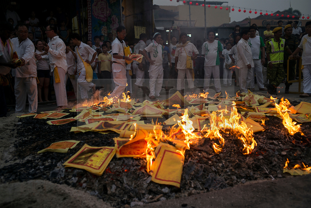 © Licensed to London News Pictures. 21/10/2015 Ipoh, Malaysia. Devotees burn offerings over a bed of hot embers in a ritual at the end of a fire-walking ceremony on the last day of the Nine Emperor Gods Festival at Tow Boh Keong temple in Ipoh, Malaysia, Wednesday, Oct. 21, 2015. The festival is a nine-day Taoist celebration to mark the birth of the Nine Emperor Gods from the first day to the ninth day of the ninth moon in Chinese Lunar Calender. The origin of the Nine Emperor Gods (stars of the Northern constellation) can be traced back to the Taoist worship of the Northern constellation during Qin and Han Dynasty and absorb this practice of worshipping the stars and began to deitify them as Gods. Photo credit : Sang Tan/LNP