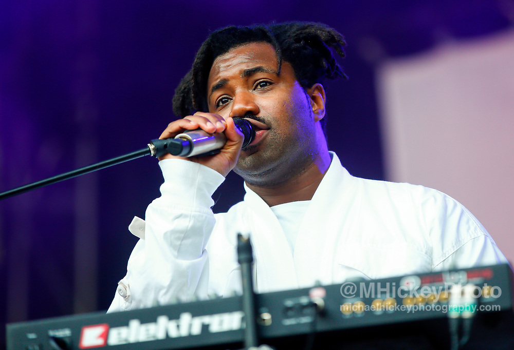 CHICAGO, IL - AUGUST 06: Sampha performs at Grant Park on August 6, 2017 in Chicago, Illinois. (Photo by Michael Hickey/Getty Images) *** Local Caption *** Sampha