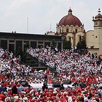 Toluca, México.- (Mayo 28, 2017).- Alfredo del Mazo Maza, candidato de la coalición PRI-PVEM-PES-PNA a la gubernatura del Estado de México realizó su primer cierre de campaña en la plaza de los Mártires en la ciudad de Toluca. Agencia MVT / Crisanta Espinosa