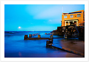 Dusk at Ross Jones Memorial Pool and Coogee Surf Life Saving Club, as a full moon rises over Wedding Cake Island [Coogee, NSW, Australia]<br />